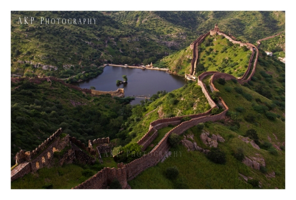 The stone walls enclosing the ancient capital city... enclosing Amer, Jaigarh and Nahargarh Forts... Photo: AKP Photography